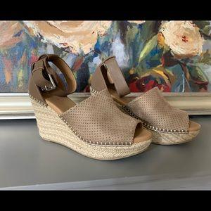 C est shoes! Never worn 8.5 ! Excellent Condition!